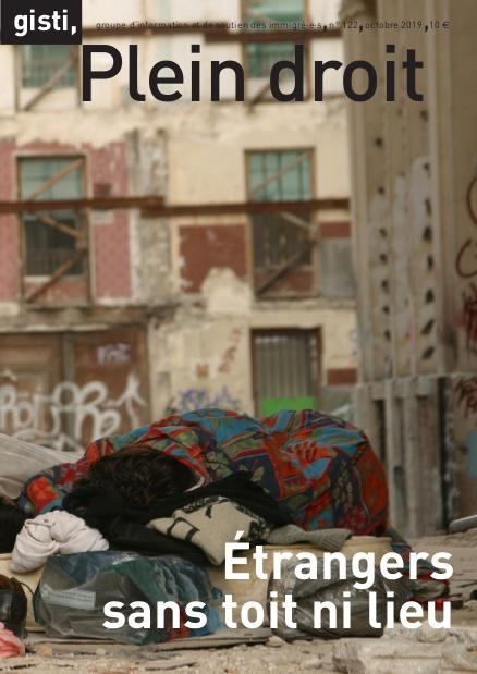 Exilés afghans dormant à même le sol à Paris, en avril 2003, au cœur d'un chantier situé rue de Paradis, dans le 10e arrondissement.  Cette photographie est l'œuvre de Nicola Gleichauf, et a été prise lors d'un des nombreux reportages que la photojournaliste a réalisés sur les réfugiés en France et en Europe durant des années. Ce travail l'a notamment conduite à séjourner pendant deux mois, en juillet et août 2001, à l'intérieur du camp de Sangatte.