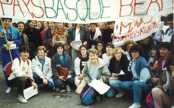 Avis de recherche - photos du mouvement des assistantes sociales en 1990 – 1992